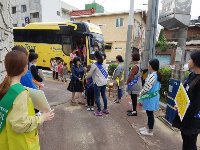 김해 유치원_어린이 통학차량 이것만은 꼭 확인 캠페인1.jpg
