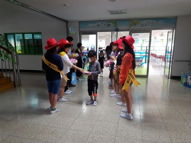 창원 중동초_어린이식생활 안전보안관 식품안전캠페인1.jpg