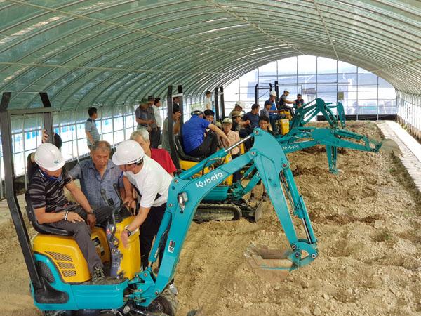 고성군, 농업인 대상 농용굴삭기 운행 기술 교육 (1).jpg