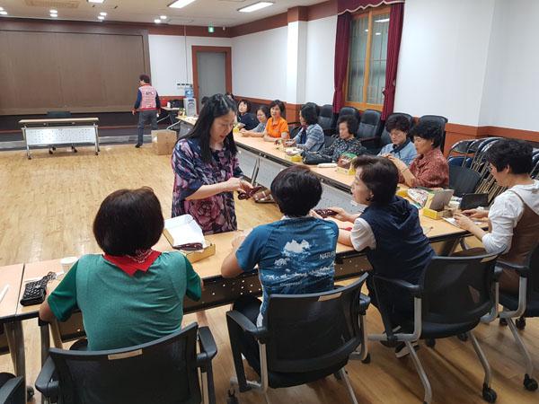 0910 무안면 주민자치프로그램 오카리나 교실 개강.jpg