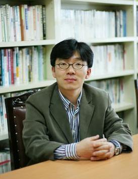 김문주 평론가