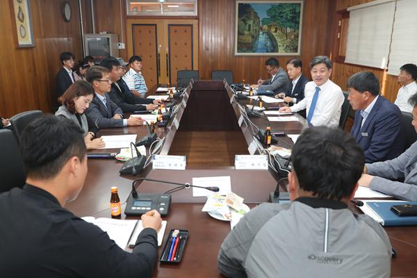 백두현 고성군수-청년농업인, 고성 농업 발전 소통 간담회 (1).JPG
