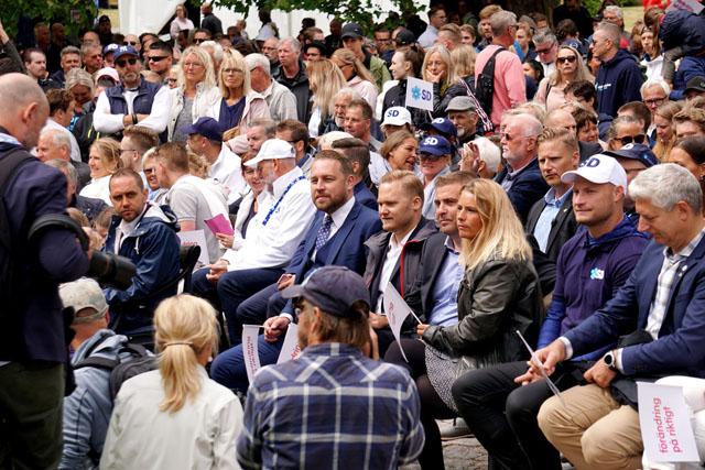 지난 7월 스웨덴 고틀란드에서 열린 알메달렌 정치박람회에서 연설을 듣고 있는 시민들의 모습./알메달렌 사무국/