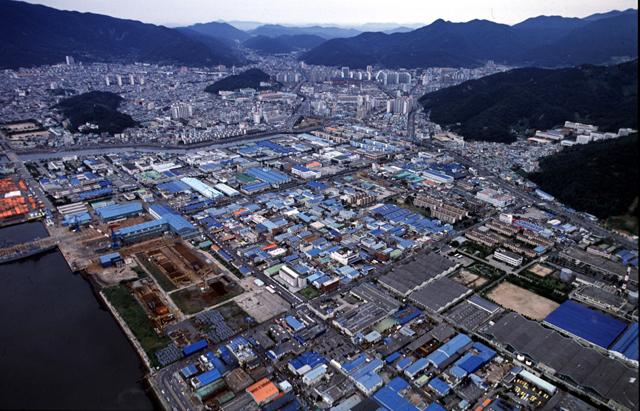2010년대 항공 촬영한 마산자유무역지역 전경/경남신문DB/