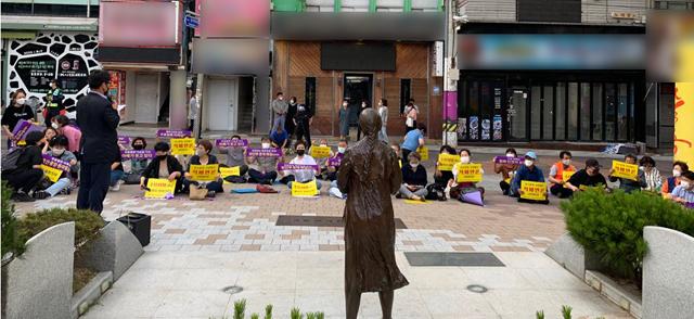 3일 창원 인권자주평화다짐비에서 열린 '위안부 문제 해결을 위한 수요시위'.