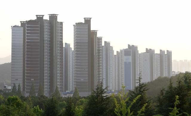 부동산 법인이 물량을 매입한 것으로 알려진 창원시 의창구의 한 아파트 단지./김승권 기자/