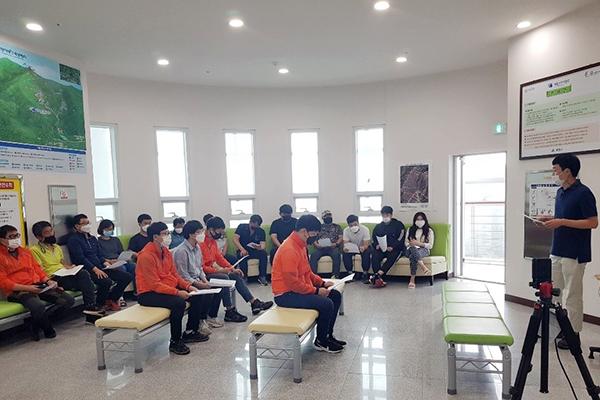 함양대봉산휴양밸리 근로자 자체 코로나 안전 교육 (1).jpg