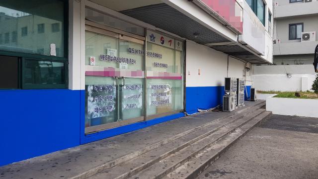 23일 오전 11시께 창원시 합성동 시외버스 하차장. 평소 주취자들이 술판을 벌이던 자리가 깨끗이 정리돼 있다.