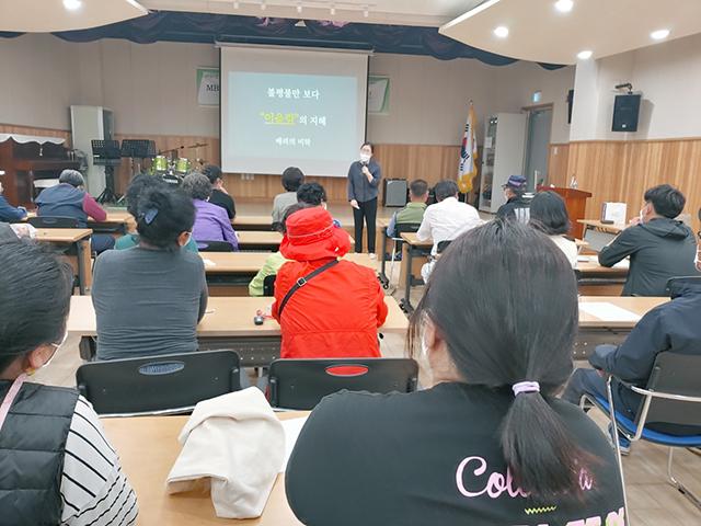 산청청소년상담센터 MBTI 활용 부모교육 사진.jpg