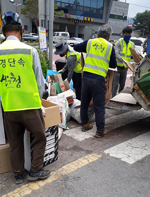 산청군 생활쓰레기 배출 자원관리 도우미 배치 운영 (1)-1.jpg