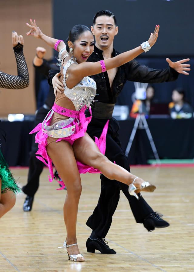 6일 서울시 동대문구체육관에서 열린 댄스스포츠 라틴 5종목에서 윤주한과 배예슬기가 열연하고 있다.