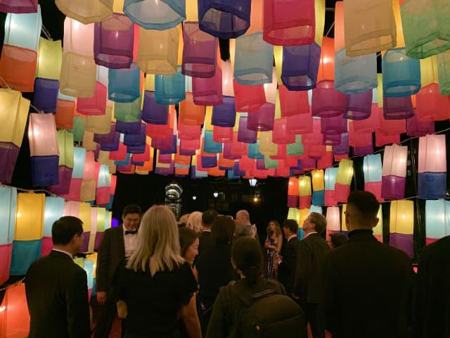 지난해 미국 워싱턴 스미스소니언 프리어새클러 미술관 행사 전시분야에 참여한 진주실크소망등./진주시/