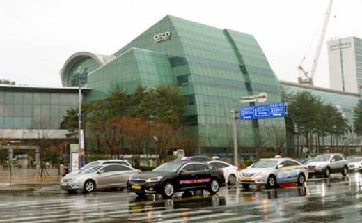 국제회의 안 열리는 창원컨벤션센터