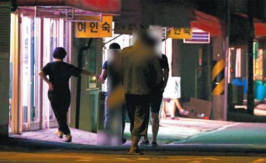 성매매특별법 시행 15년… 꺼지지 않는 '서성동 홍등'