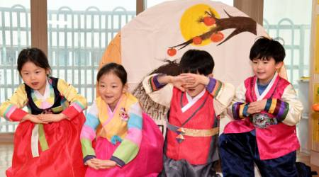 [포토뉴스] 세배 예절 배우는 아이들