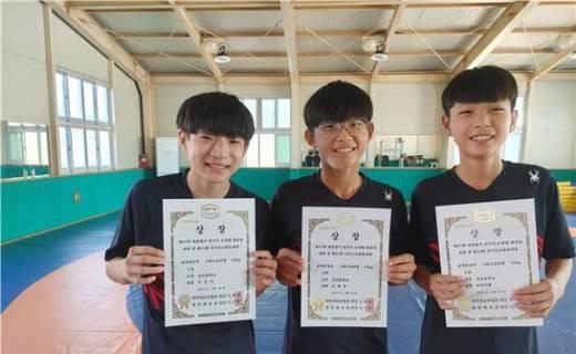 산청 단성중 레슬링부, 소년체전 금·은·동 땄다